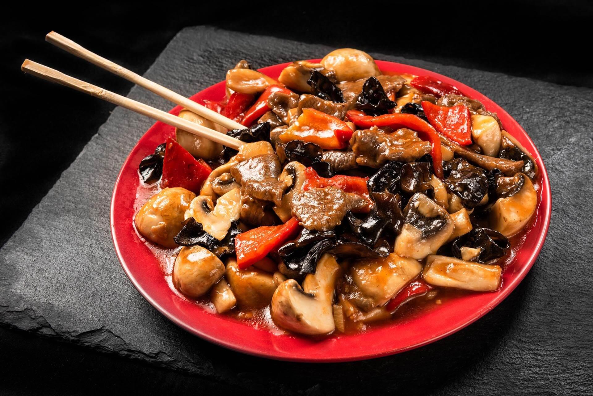 Vită cu ciuperci în sos iute